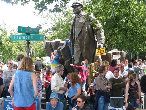 В Сиэттле пытаются избавиться от статуи В.И. Ленина. Ленин, статуя, США