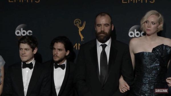 Рамси и Джон рядом с Псом и Бриенной выглядят как хоббиты