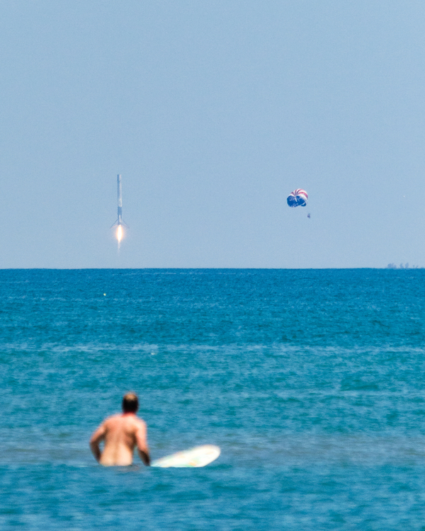 Серфер, парашютист и море на фоне посадки Falcon 9 - что еще надо для идеального кадра?