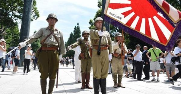 Японские неоимпериалисты прибыли в Шарлотсвилль для поддержки неонацистских сил. США, политика, нацизм, япония