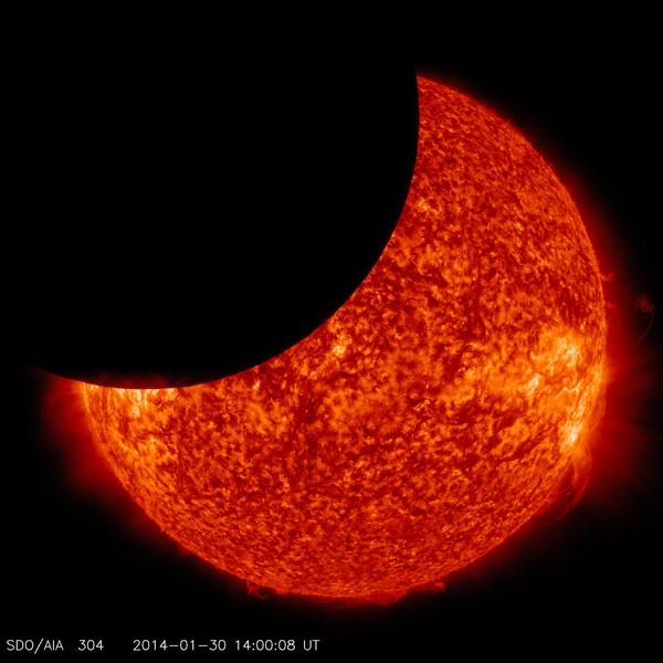 Солнечное затмение, снятое из космоса Солнечное затмение, космос