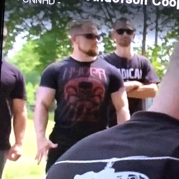 Американские неонацисты разгуливают в футболках с логотипами Гидры. Тот случай, когда комиксы продвигают не те идеи.