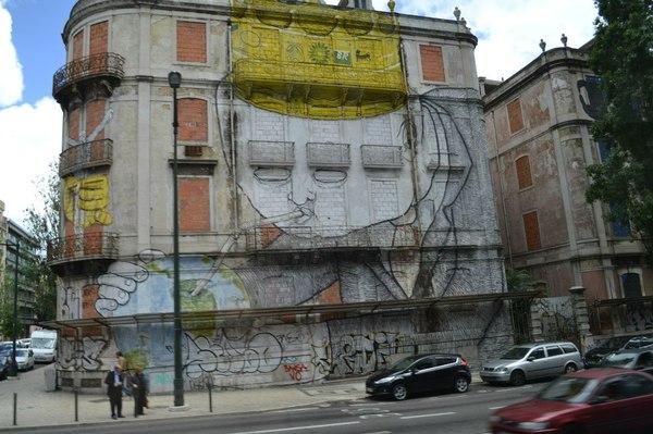 Старые дома в Португалии украшают необычно интересные граффити. Искусство, граффити, Португалия, ЖитьИскуством, длиннопост
