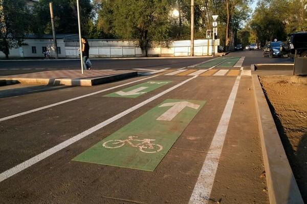 В Алматы появились новые зелёные полосы поперёк дороги. алматы, Казахстан, велосипедист, разметка, пдд, длиннопост