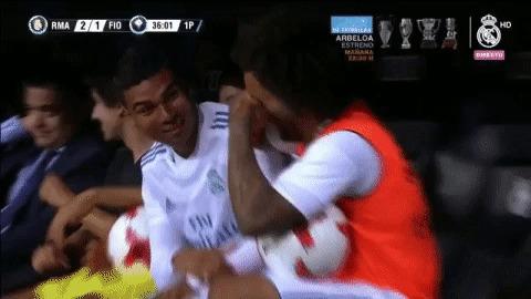 Реакция игроков Реала на гол Роналду Футбол, Реал Мадрид, Криштиану Роналду, Каземиро, Марсело, Эмоции, Гифка