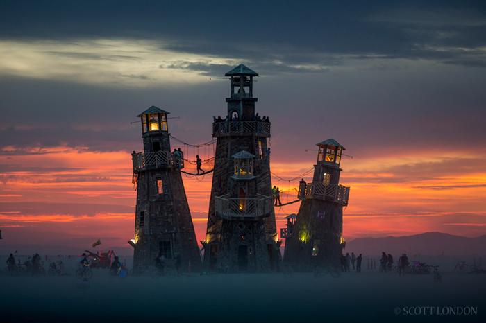 Вечер на фестивале Burning man