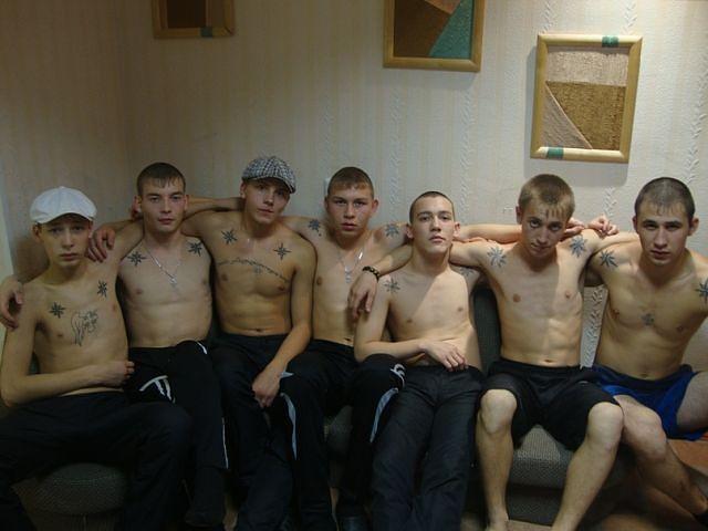 Выебали шесть мужиков порно