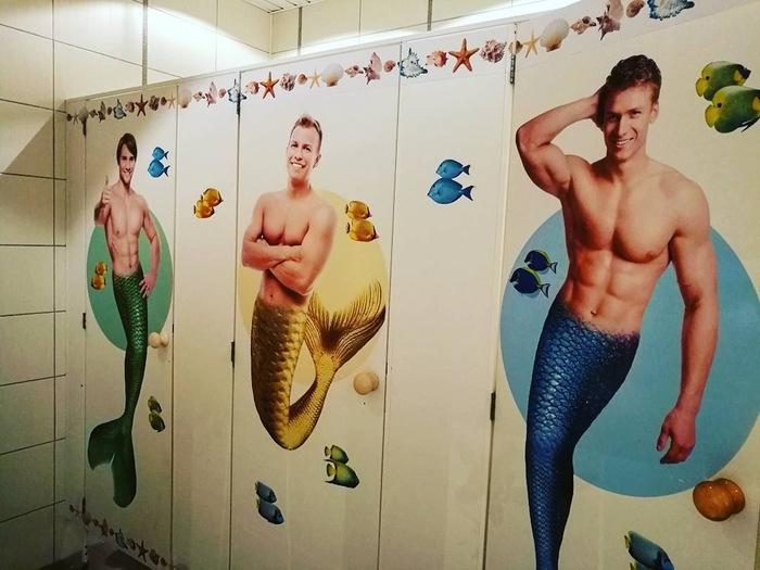 Женский туалет в океанариуме Сочи