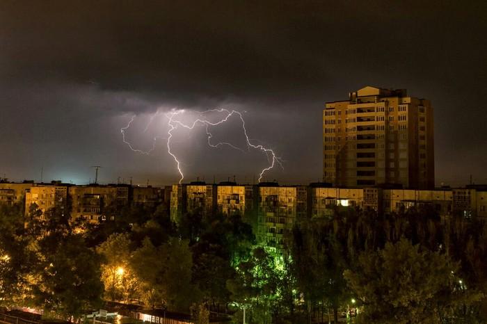 Молния атакует Донецк