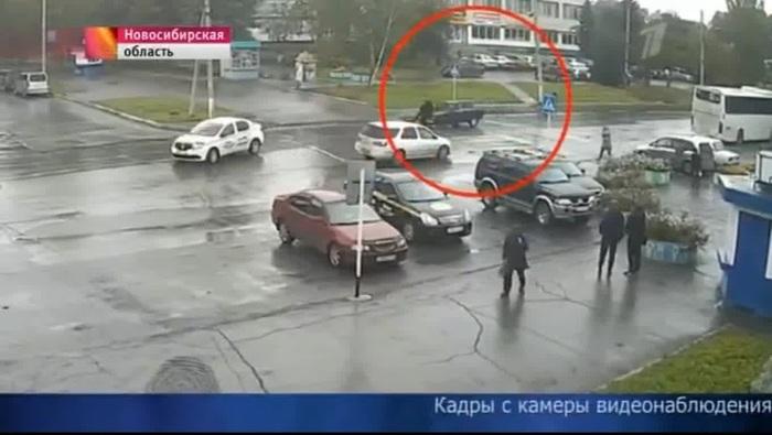 Таксист тараном остановил малолетних убийц