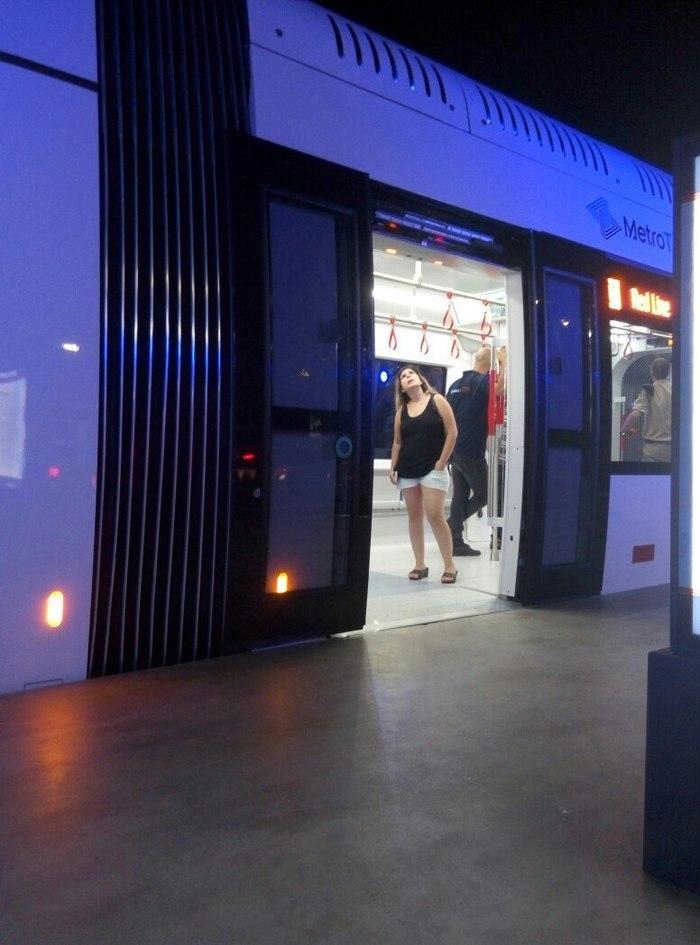 В Тель-Авиве презентовали новый трамвай. Рельсы будут в следующем году. Тель-Авив, Израиль, Трамвай, Длиннопост