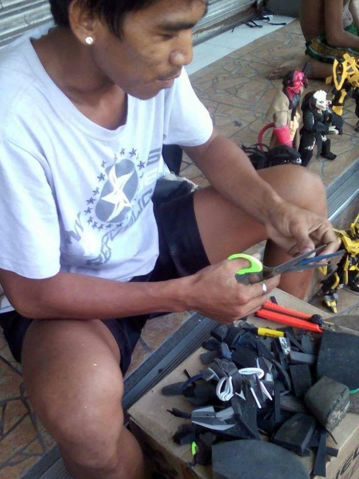 Парень из Филиппин делает и продает разные фигурки  из изношенных шлепанцев Шлепки, Филиппины, Интересное, Длиннопост