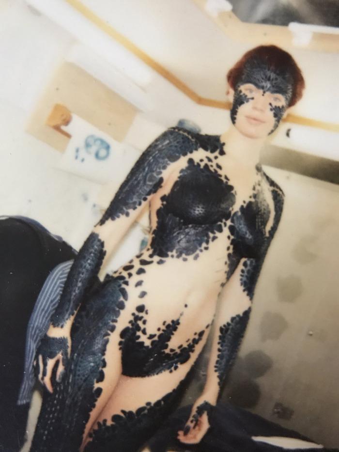 Ребекка Ромейн на съёмках X-men Девушки, Люди Икс, Покраска
