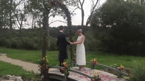 Хороший мальчик прерывает свадебную церемонию и привлекает всё внимание на себя