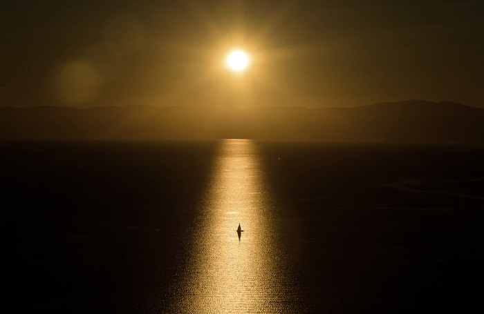 Белеет парус одинокий.... Озеро, Парус, Фотография, Красота, Спокойствие
