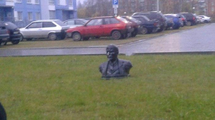 В честь 100-летия Октябрьской Революции 1917 года в Кирове растёт новый памятник Ильичу