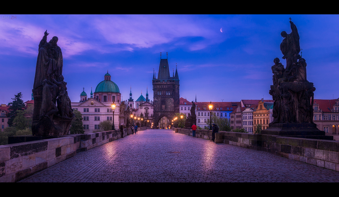Перед рассветом. Прага, Карлов мост, Утро, Луна, Чехия, Туристы, Попрошайки
