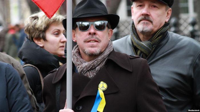 Макаревич выгнал из группы музыканта, поддержавшего воссоединение Крыма с Россией Макаревич, Крым, Политика