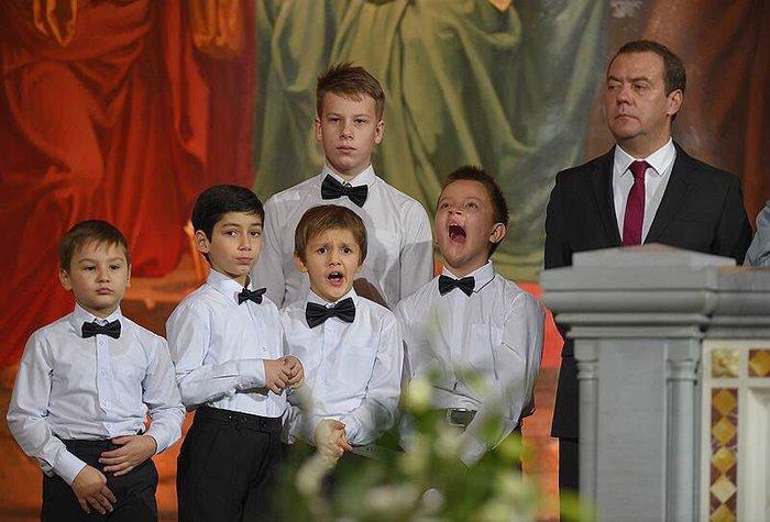 Фото с Медведевым продолжают удивлять ДА Медведев, Дети, Фотография