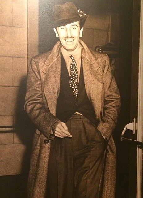 Два пальца Уолта Диснея Walt Disney, курение, Вредные привычки, тайны, фотография, история, загадки истории, длиннопост