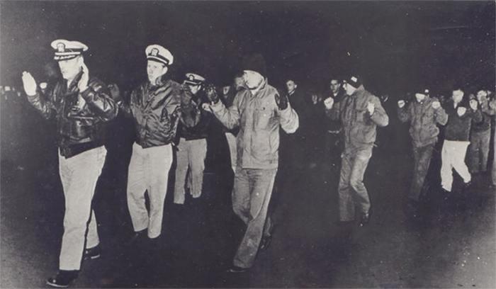 Приветствие средним пальцем: Как пленные американцы троллили Северную Корею Война, США, Северная корея, Флот, История, Длиннопост