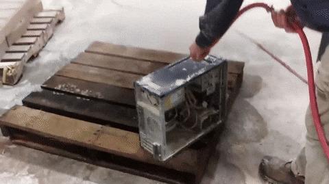 Чистка компьютера из камнеобрабатывающей мастерской.