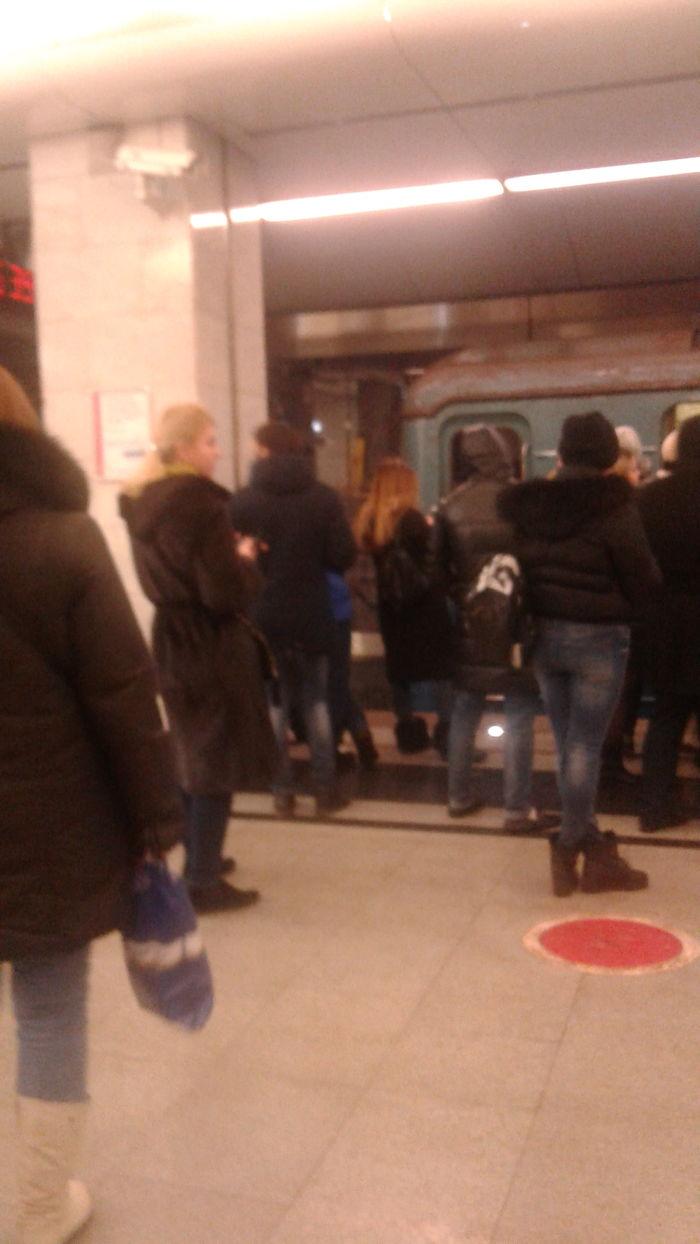 В метро опять авария. Происшествие, Метро, Авария