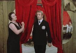 Когда пришёл на вечеринку без пары и пытаешься найти кого-нибудь Фильмы, Советское кино, Фильм Не может быть!, Леонид Куравлев, Вечеринка, Свадьба, Комедия, Люди, Гифка