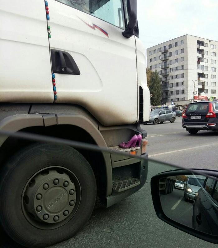 Туфельки доставили в Челябинск