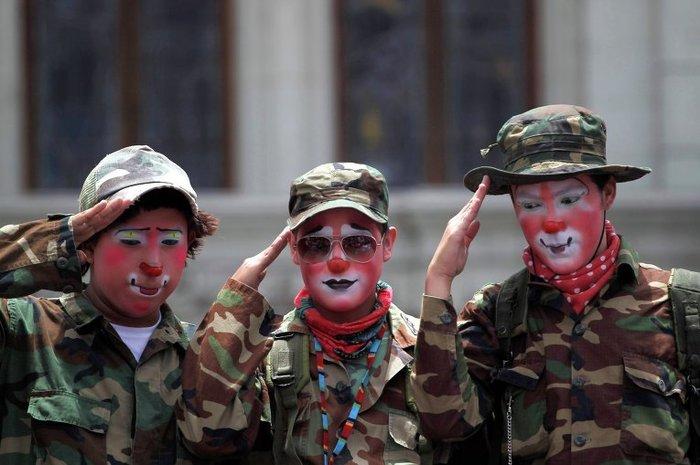 Награда нашла героев Политика, Цирк, Клоун, Армия