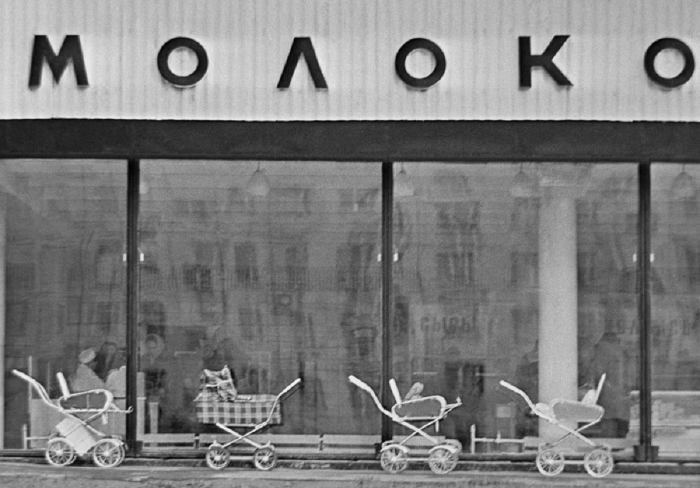 Просто доброе фото из СССР, сейчас такого уже не увидишь. СССР, Молоко, Магазин молоко, Коляска, Детская коляска, Добро