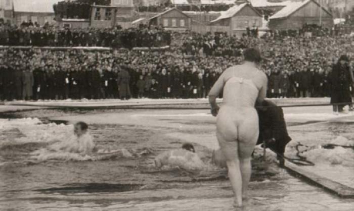 Картинки по запросу купание в проруби голые
