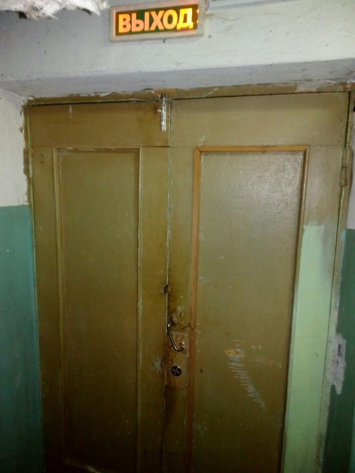 """""""Кнопка не работает"""" или Как я оказался в хорроре. поликлиника, подвал, страх, ужас, юмор, лифт, длиннопост"""