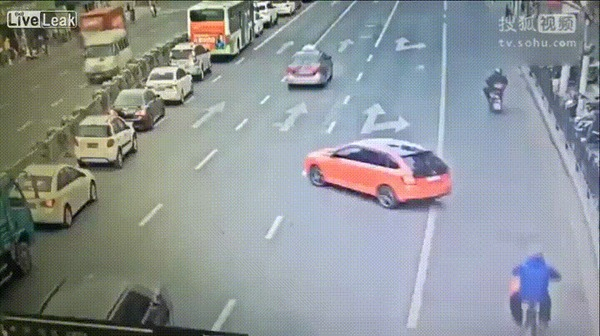 Внезапно #11 ДТП, Китай, Внезапно, Автобус, Тротуар, Вырулил, Гифка