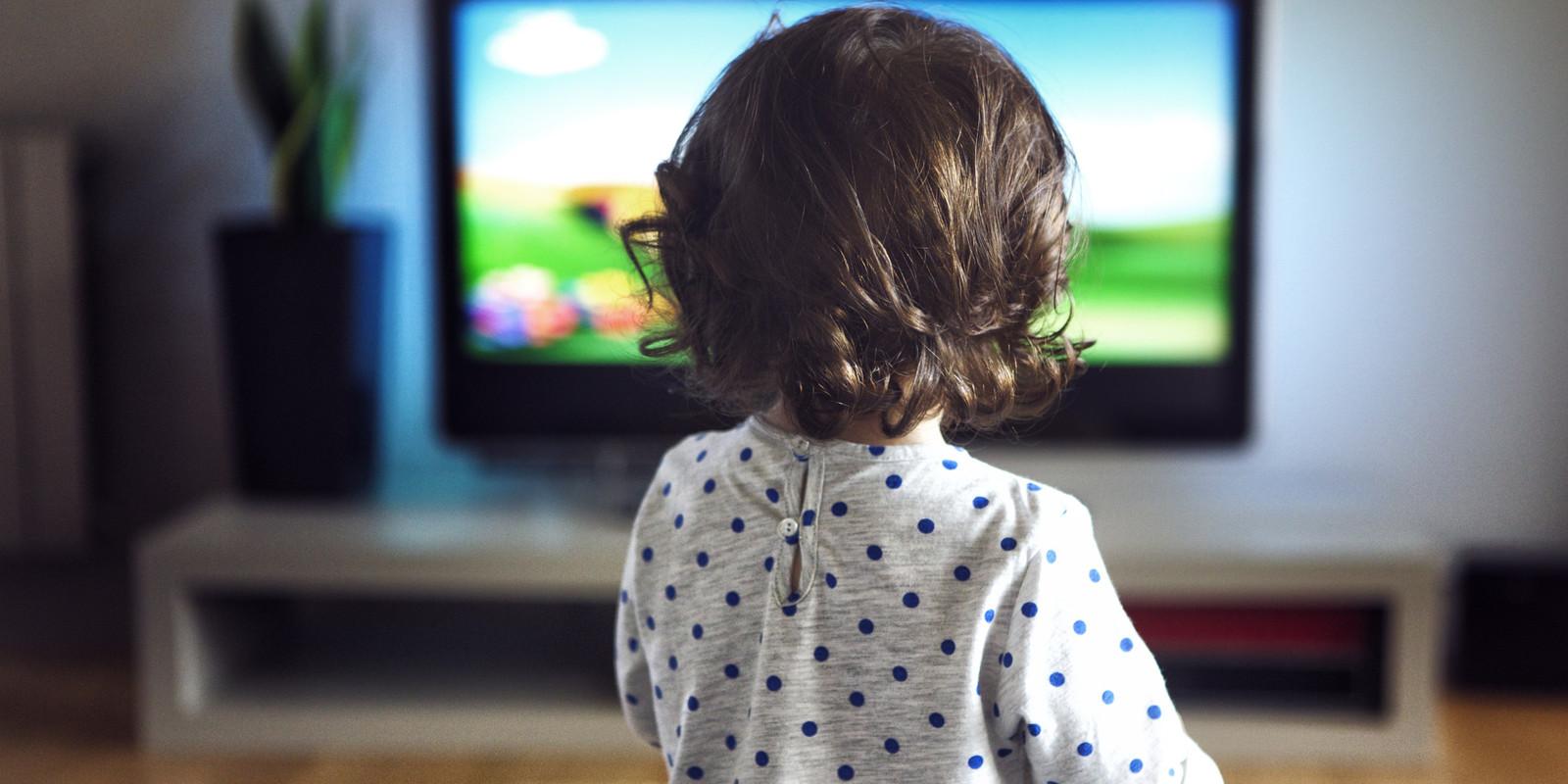 Занимаемся сексом а он телевизор смотрит