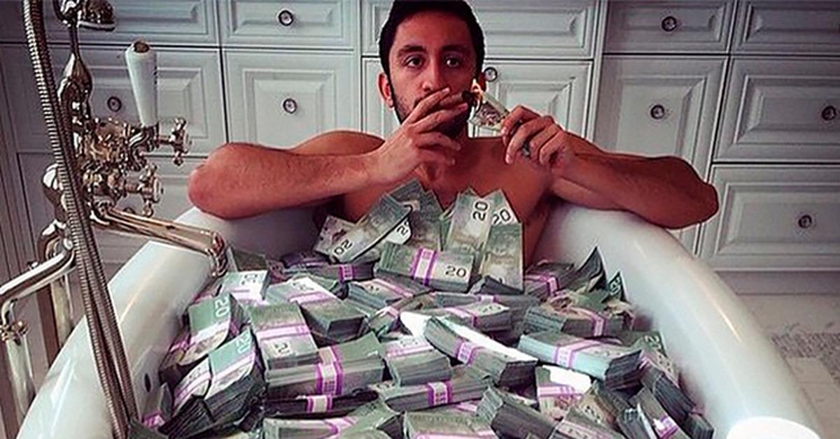 работала картинка купаться в деньгах большие