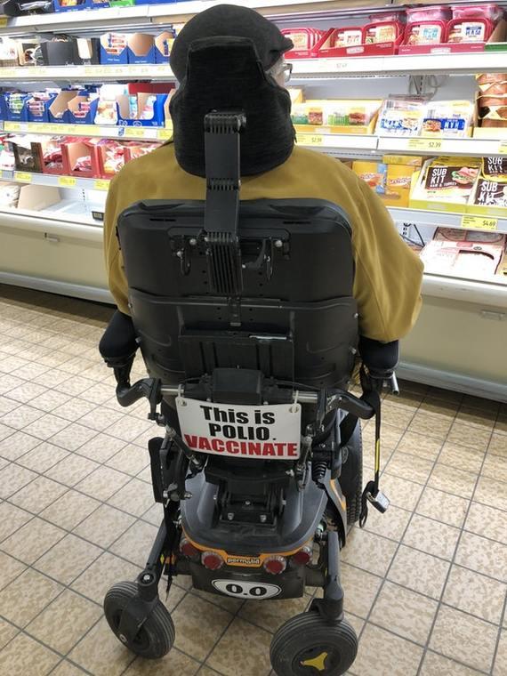 Я встретил этого джентльмена в продуктовом магазине сегодня и спросил, могу ли я сфотографировать его. Инвалид, Инвалидная коляска, Паралич, Перевод, Полиомиелит, Reddit, Прививка
