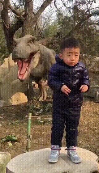 Будь храбрым мальчиком, улыбнись в камеру!