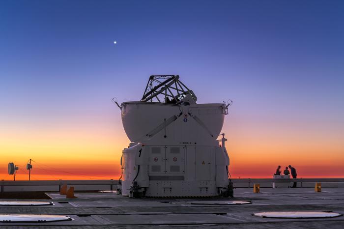 Сияющая Венера в вечернем небе пустыни Атакама в Чили Фотография, Телескоп, Венера