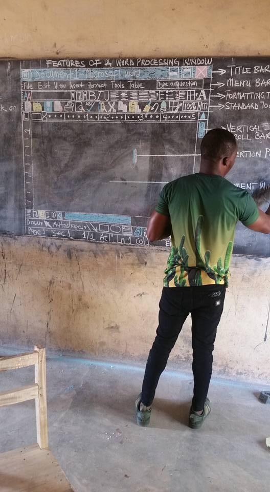 Урок информатики в африканской деревне