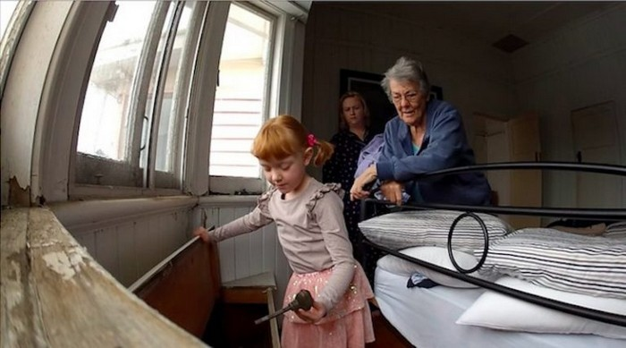 Папа предложил дочке сделать приятное и она согласилась видео
