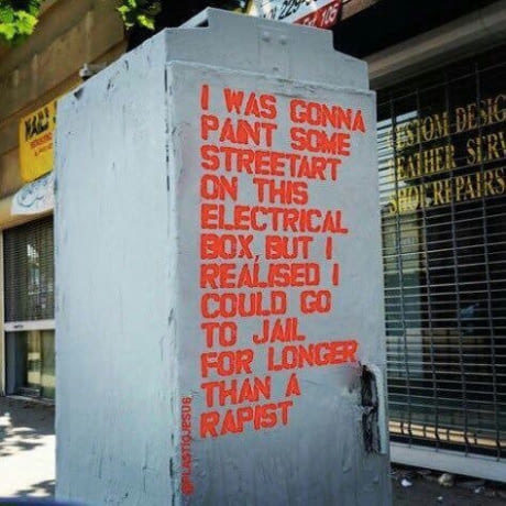 Собирался нарисовать стрит-арт на этом электрическом шкафу, но понял, что меня посадят за это в тюрьму на срок больше чем у насильника.