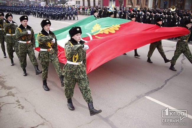 В день освобождения Кривого Рога нацгвардия прошла парадом под красными знаменами. Украина, Кривой рог, Парад, Освобождение, 2018, 74-я годовщина, Видео, Длиннопост