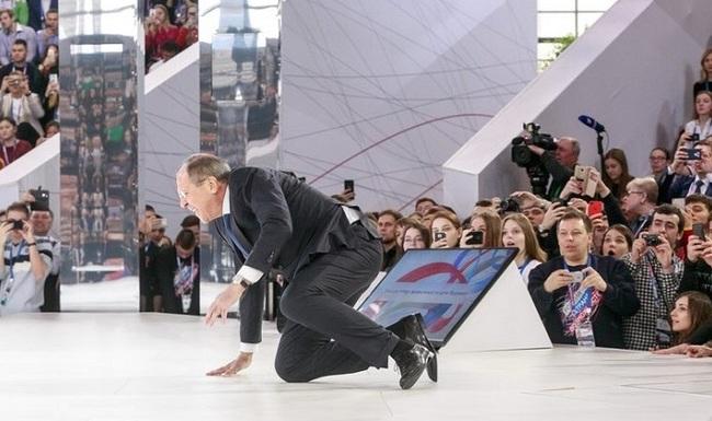 Упавший Сергей Лавров стал героем фотожаб Сергей Лавров, Fail, Двач, Фотожаба, Длиннопост, Политика