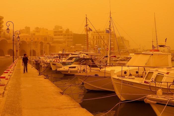 Остров Крит поглотила африканская пыль, и теперь он скорее похож на декорации фильма «Бегущий по лезвию 2049». Крит, Фотография, Видео, Длиннопост, Пыльная буря