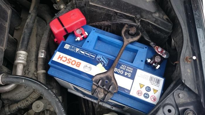 Аккумулятор спалил проводку автомобиля клиента. Будни магазина автозапчастей. Аккумулятор, Интернет-Магазин