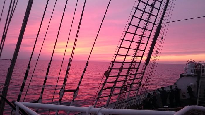 Закат. Балтийское море, Крузенштерн. Море, Закат, УПС Крузенштерн, Фотография
