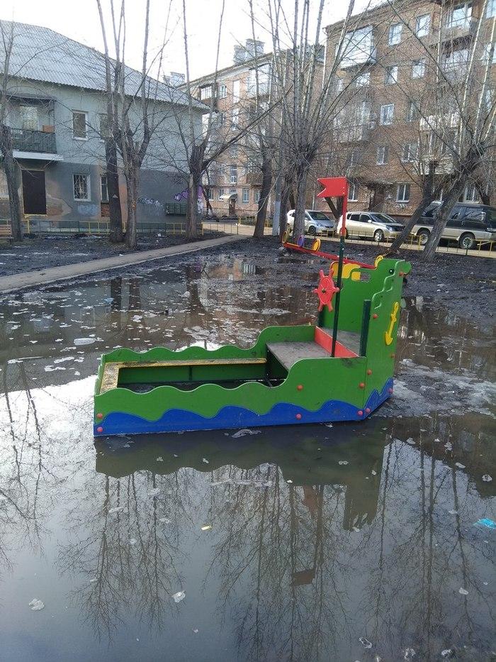 Излишне реалистичная игровая площадка. Красноярск.