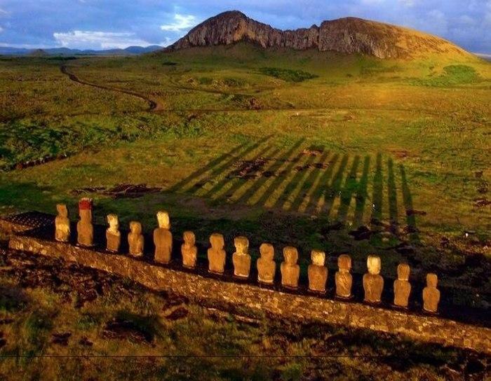 Восход солнца на острове Пасхи.