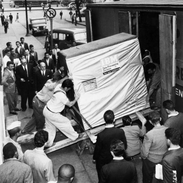 1956 год, загрузка 5 мб диска